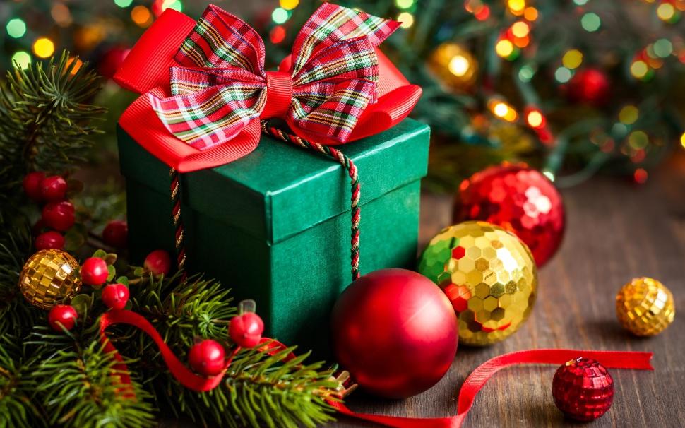 С новым годом, Вас, дорогие наши любители отменного кофе и кофейных напитков, всего самого лучшего в эти праздники...
